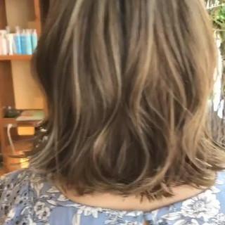 エフォートレス ハイライト エレガント ミディアム ヘアスタイルや髪型の写真・画像