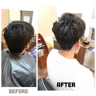 メンズカット メンズパーマ ナチュラル メンズスタイル ヘアスタイルや髪型の写真・画像