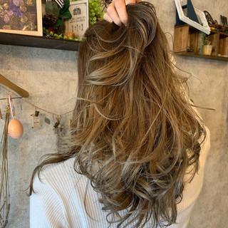 エレガント ホワイトグレージュ ロング アンニュイほつれヘア ヘアスタイルや髪型の写真・画像