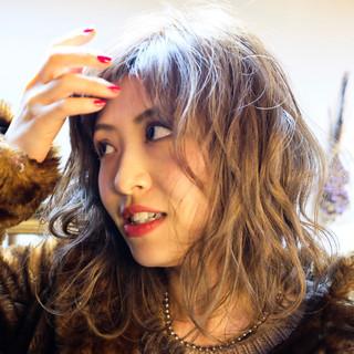 ヌーディーベージュ ストリート ベージュ アッシュベージュ ヘアスタイルや髪型の写真・画像