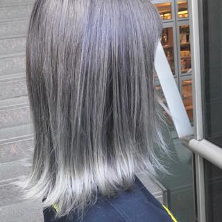 ミディアム アッシュ ハイトーン モード ヘアスタイルや髪型の写真・画像