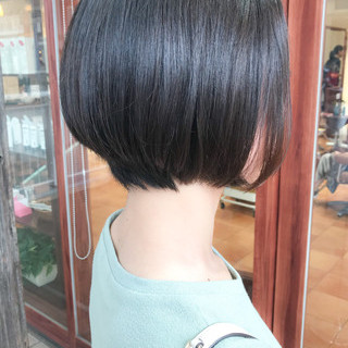 横顔美人 前下がりショート コンサバ オフィス ヘアスタイルや髪型の写真・画像