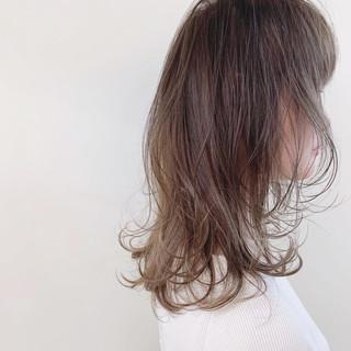 オフィス セミロング ナチュラル 大人かわいい ヘアスタイルや髪型の写真・画像