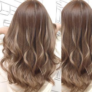 ガーリー ハイライト ミルクティーベージュ ロング ヘアスタイルや髪型の写真・画像 ヘアスタイルや髪型の写真・画像