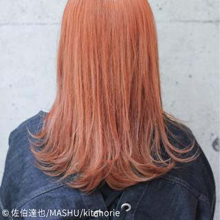 カッパー アプリコットオレンジ セミロング オレンジ ヘアスタイルや髪型の写真・画像