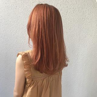 ダブルカラー ハイトーン ミディアム フェミニン ヘアスタイルや髪型の写真・画像