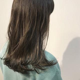 カーキ オリーブカラー オリーブアッシュ セミロング ヘアスタイルや髪型の写真・画像 ヘアスタイルや髪型の写真・画像