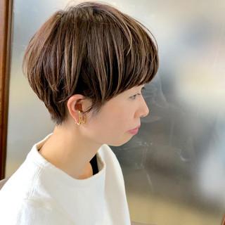 ベリーショート 大人可愛い ヘアカラー ショート ヘアスタイルや髪型の写真・画像