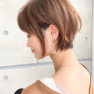 小顔 アンニュイほつれヘア パーマ ショート ヘアスタイルや髪型の写真・画像