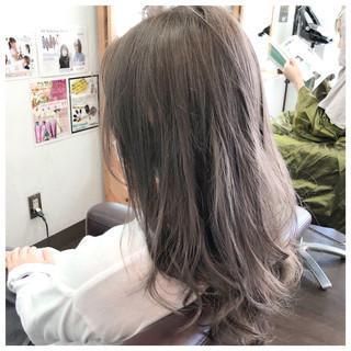 シルバー フェミニン 外国人風カラー セミロング ヘアスタイルや髪型の写真・画像