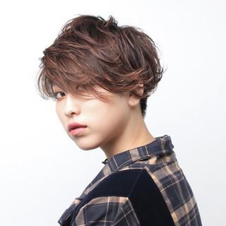 大人かわいい ハンサムショート 刈り上げ女子 ナチュラル ヘアスタイルや髪型の写真・画像