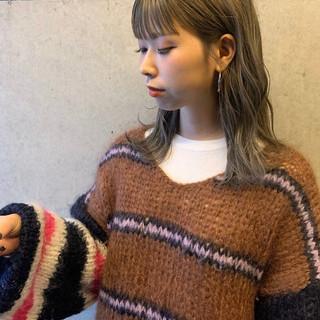 ヌーディーベージュ ミルクティーグレージュ ストリート ミディアム ヘアスタイルや髪型の写真・画像