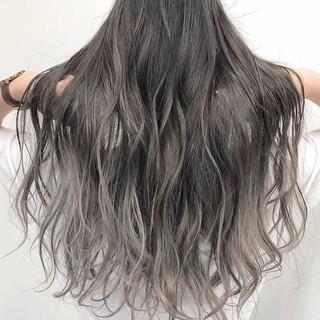 アッシュグレー ストリート グラデーションカラー シルバーアッシュ ヘアスタイルや髪型の写真・画像