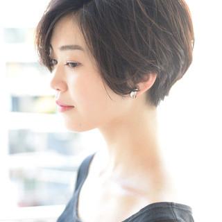 外国人風 黒髪ショート ナチュラル ショート ヘアスタイルや髪型の写真・画像 ヘアスタイルや髪型の写真・画像