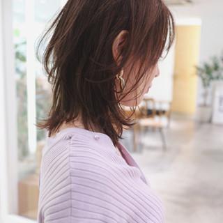 レイヤーカット フェミニン ニュアンスウルフ グレーアッシュ ヘアスタイルや髪型の写真・画像