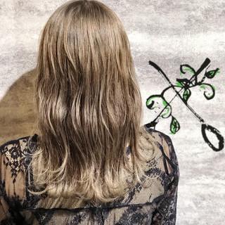 ベージュ 透明感 ロング フェミニン ヘアスタイルや髪型の写真・画像