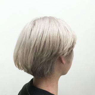 ハイトーン ショート ブリーチ ホワイト ヘアスタイルや髪型の写真・画像