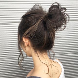 インナーカラー フェミニン ハイライト ルーズ ヘアスタイルや髪型の写真・画像