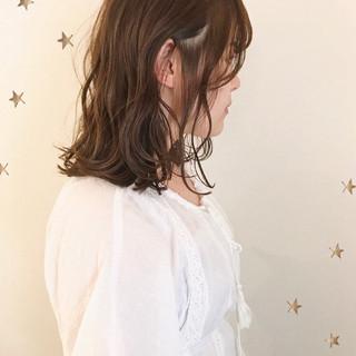 ナチュラル ゆるふわ ミディアム アンニュイほつれヘア ヘアスタイルや髪型の写真・画像