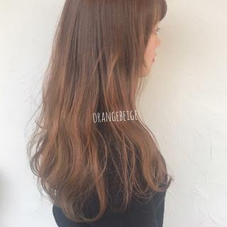 ロング オレンジベージュ ナチュラル ミルクグレージュ ヘアスタイルや髪型の写真・画像