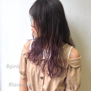グラデーションカラー 巻き髪 ロング ピンクアッシュ ヘアスタイルや髪型の写真・画像