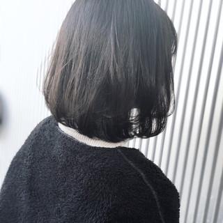 グレージュ ナチュラル アッシュ ストレート ヘアスタイルや髪型の写真・画像