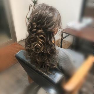ハーフアップ ねじり セミロング ヘアセット ヘアスタイルや髪型の写真・画像