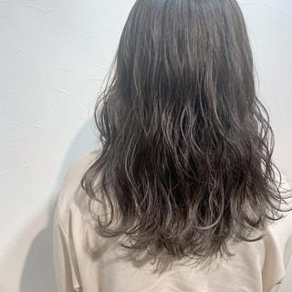 ハイライト グレージュ アッシュグレージュ ナチュラル ヘアスタイルや髪型の写真・画像