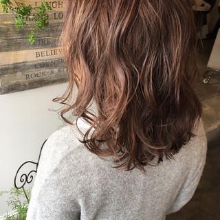 ミルクティーベージュ セミロング ショートボブ ナチュラル ヘアスタイルや髪型の写真・画像