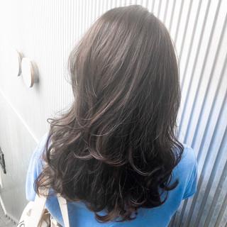 ミディアム グレージュ アッシュグレージュ 前髪 ヘアスタイルや髪型の写真・画像