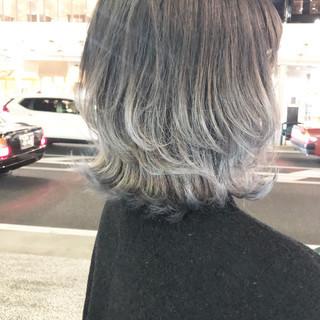 ウルフカット ブリーチ アッシュグレージュ ミディアム ヘアスタイルや髪型の写真・画像