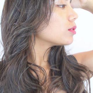 ロング アッシュグレージュ 外国人風 極細ハイライト ヘアスタイルや髪型の写真・画像