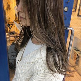 ナチュラル グレージュ ロング 3Dハイライト ヘアスタイルや髪型の写真・画像