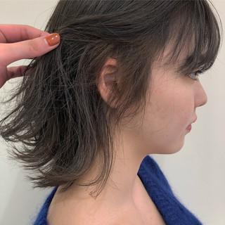 ナチュラル 透明感カラー 切りっぱなしボブ オリーブベージュ ヘアスタイルや髪型の写真・画像