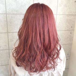 ピンクカラー ピンクパープル クリーミーカラー セミロング ヘアスタイルや髪型の写真・画像