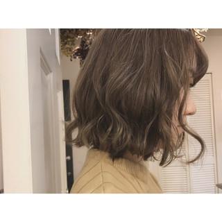 ブリーチ スモーキーカラー グレージュ ボブ ヘアスタイルや髪型の写真・画像