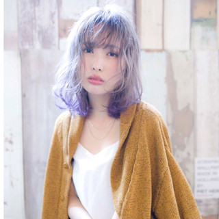 ミディアム グレージュ ストリート パープル ヘアスタイルや髪型の写真・画像