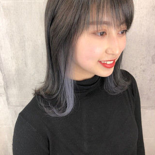 ミディアム ナチュラル 地毛風カラー インナーカラーホワイト ヘアスタイルや髪型の写真・画像