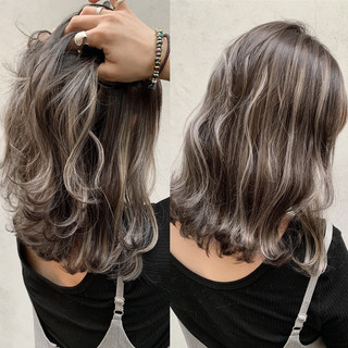ハイライト バレイヤージュ ナチュラル ミルクティーベージュ ヘアスタイルや髪型の写真・画像