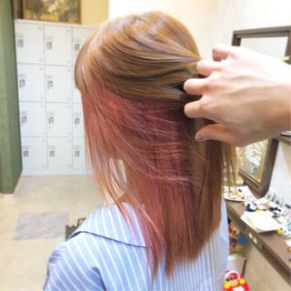 セミロング 外国人風 インナーカラー 外国人風フェミニン ヘアスタイルや髪型の写真・画像 ヘアスタイルや髪型の写真・画像