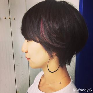 かくれんぼカラー 抜け感 外ハネ ショート ヘアスタイルや髪型の写真・画像