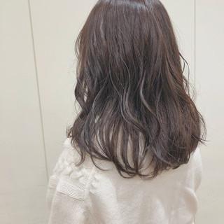 ミディアム ブラウンベージュ ナチュラル ベージュ ヘアスタイルや髪型の写真・画像