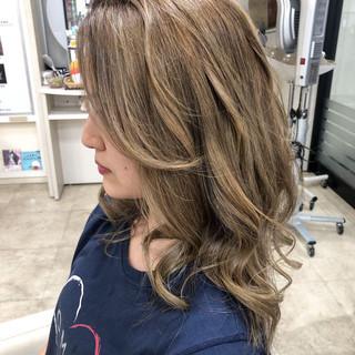 グラデーションカラー 透明感カラー ロング ハイライト ヘアスタイルや髪型の写真・画像
