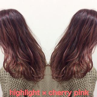 チェリーピンク ピンク セミロング ガーリー ヘアスタイルや髪型の写真・画像