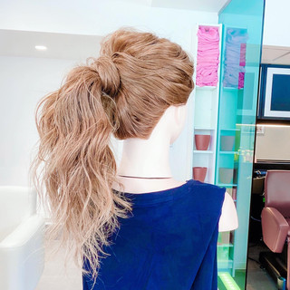 セルフヘアアレンジ ヘアアレンジ フェミニン くるりんぱ ヘアスタイルや髪型の写真・画像