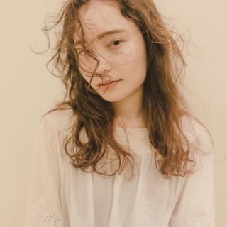 パーマ セミロング ヌーディベージュ ブラウンベージュ ヘアスタイルや髪型の写真・画像