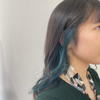 ダブルカラー ミディアム ターコイズ モード ヘアスタイルや髪型の写真・画像