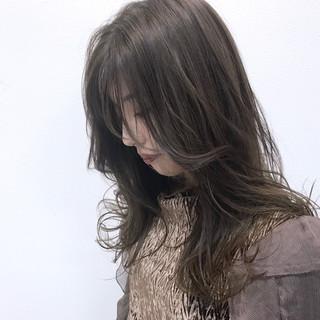 ナチュラル セミロング デート アッシュグレージュ ヘアスタイルや髪型の写真・画像