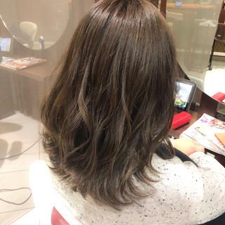 波ウェーブ ナチュラル ミディアム ミルクティーグレージュ ヘアスタイルや髪型の写真・画像 ヘアスタイルや髪型の写真・画像