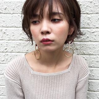 小顔ヘア アンニュイほつれヘア ショート オフィス ヘアスタイルや髪型の写真・画像